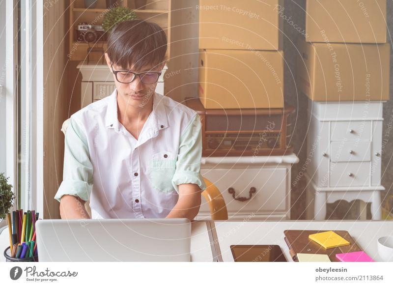 Gut aussehend Geschäftsmann arbeiten Mensch Mann Haus Erwachsene Lifestyle Stil Business Arbeit & Erwerbstätigkeit Büro Technik & Technologie Tisch Computer
