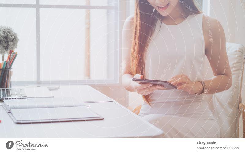 Mensch Frau Mann Hand Erwachsene Holz Business Zusammensein Arbeit & Erwerbstätigkeit Büro Technik & Technologie Aussicht Tisch Computer Kaffee Beruf