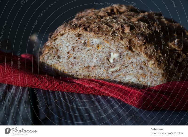 frisch gebackenes Möhrenbrot Gesundheit Lebensmittel Ernährung lecker Bioprodukte Brot Backwaren Diät Teigwaren Nuss Walnusskern Krustenbrot