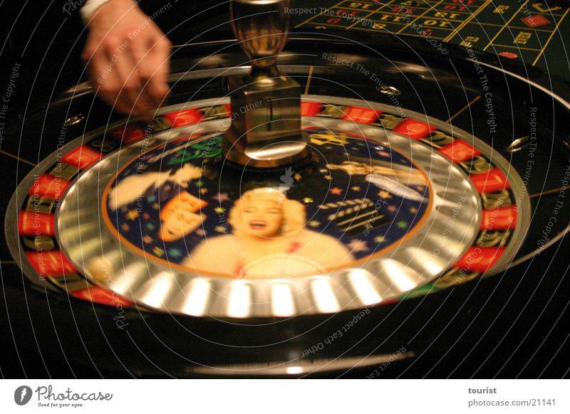 rien ne va plus Hand Kugel Club Glücksspiel Spielkasino Feste & Feiern Filmstar Roulette Marilyn Monroe