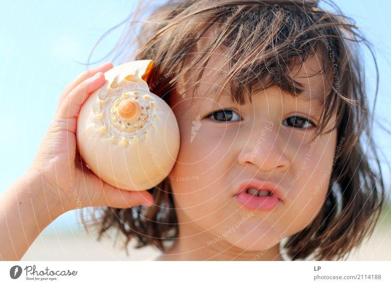 Hallo 1 Mensch Kind Ferien & Urlaub & Reisen Sommer Sonne Erholung ruhig Ferne Strand Leben Lifestyle sprechen Gefühle Zufriedenheit Kindheit Telekommunikation