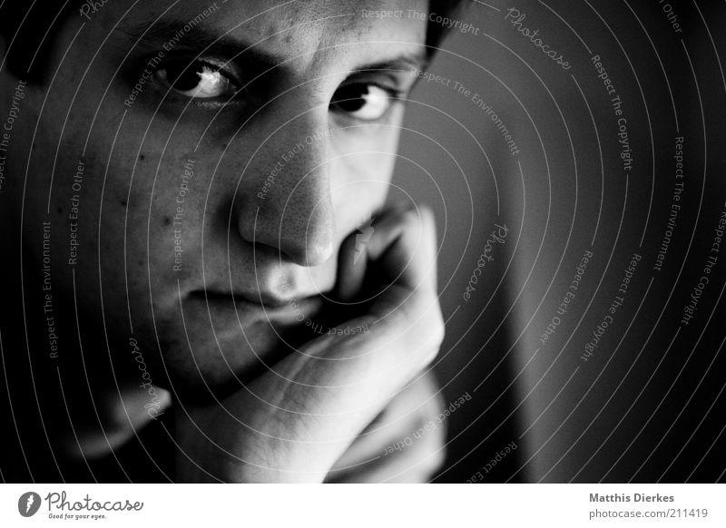 . Mensch Mann Hand Jugendliche Gesicht Auge Leben Mund Erwachsene maskulin Nase Lippen nachdenklich Langeweile Frustration Anschnitt