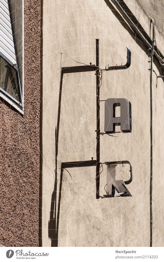 B A R Ferien & Urlaub & Reisen alt Haus Wand Gebäude Mauer außergewöhnlich grau braun Fassade Schriftzeichen kaputt Italien Buchstaben trinken Bauwerk