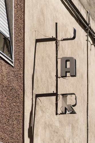 B A R Ferien & Urlaub & Reisen Städtereise Bar Cocktailbar ausgehen trinken Italien Altstadt Haus Bauwerk Gebäude Mauer Wand Fassade Schriftzeichen alt