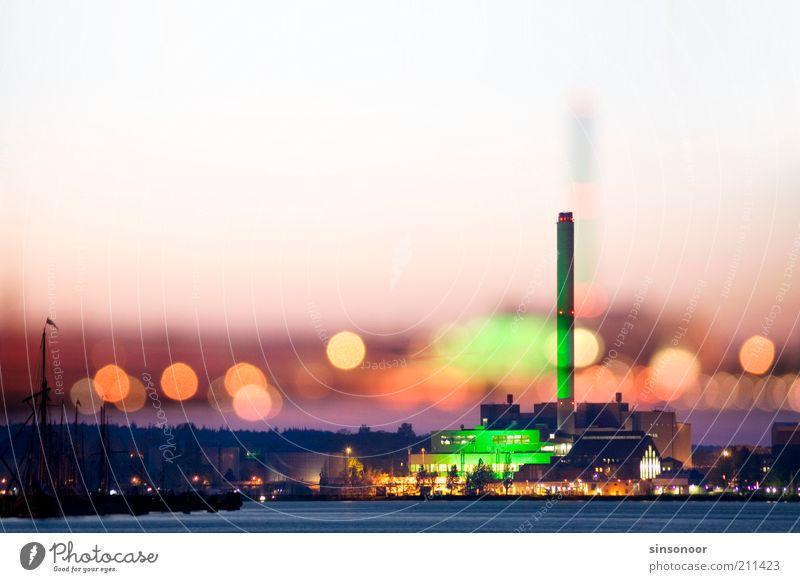 Getrübter Glanz Wasser Stadt grün gelb gold Energiewirtschaft Energie Hafen Elektrizität Skyline Ostsee Schornstein Industrieanlage Stromkraftwerke