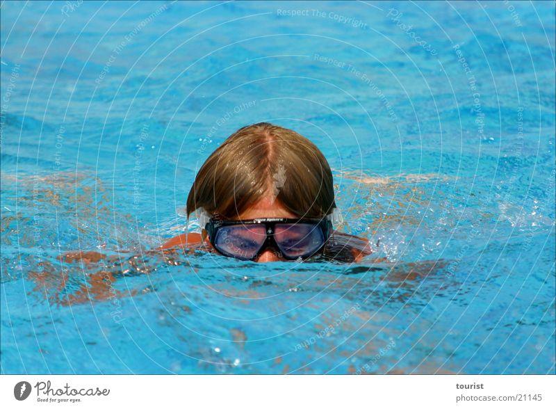 abtauchen Schwimmsportler Sommer Physik Brille Sport Wasser Wärme blau