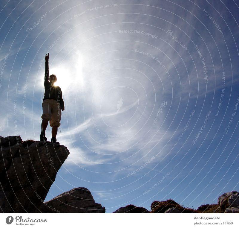 Gelobt sei, der da kommt... Frau Himmel blau Sonne Wolken Erwachsene Berge u. Gebirge Freiheit träumen Kraft Felsen hoch wandern Abenteuer stehen Hoffnung
