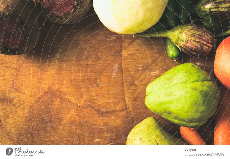 Früchte und Gemüse Essen Gesundheit natürlich Lebensmittel Frucht Ernährung frisch süß Sauberkeit lecker gut Holzbrett Bioprodukte Vegetarische Ernährung Diät