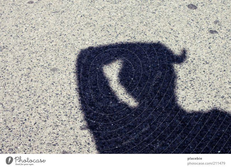 Mein Schatten schmilzt Mensch 1 grau schwarz Gefühle Wärme Sonne transpirieren Beton Außenaufnahme Tag Oberkörper Textfreiraum links gestikulieren Silhouette