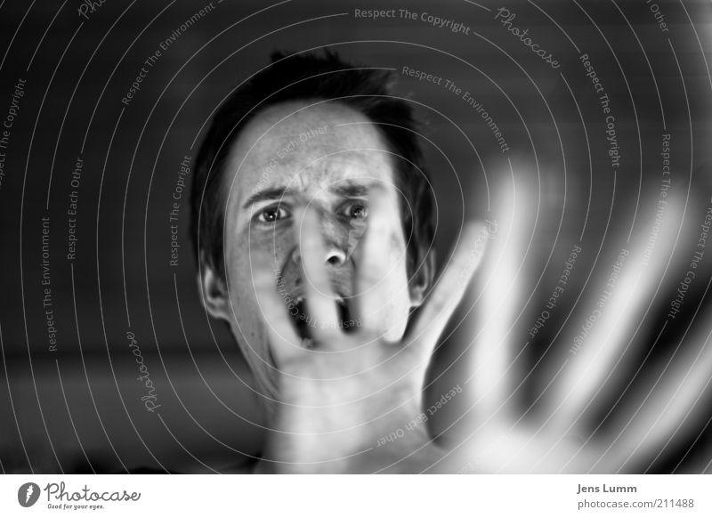 Leeroy Jenkins maskulin Hand Finger 1 Mensch 18-30 Jahre Jugendliche Erwachsene schreien Aggression bedrohlich schwarz weiß Gefühle Angst Entsetzen Todesangst