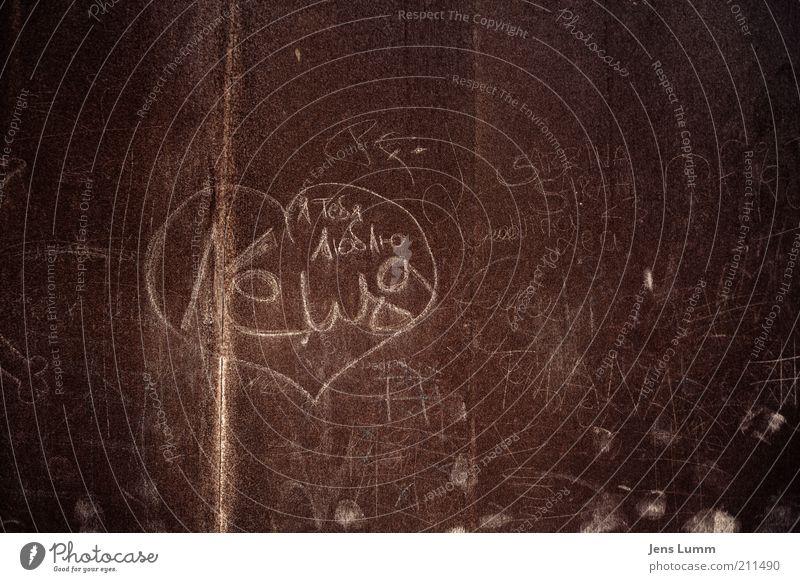 Bizarre Love Triangle rot Liebe Wand braun Herz dreckig Information Bauwerk Treue Zuneigung Vandalismus Schmiererei kennzeichnen Kritzelei Unterschrift