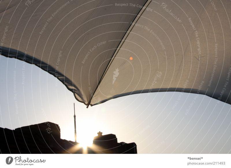 feierabend... Häusliches Leben Wolkenloser Himmel Sonnenaufgang Sonnenuntergang Sonnenlicht Sommer Schönes Wetter Haus Balkon Terrasse Dach Schornstein Antenne