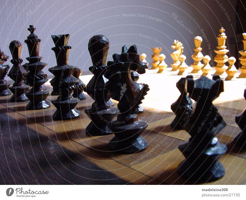 Schach 01 weiß schwarz Feld Freizeit & Hobby Perspektive planen Turm Pferd Dame Holzbrett König klug Schach Mensch Brettspiel