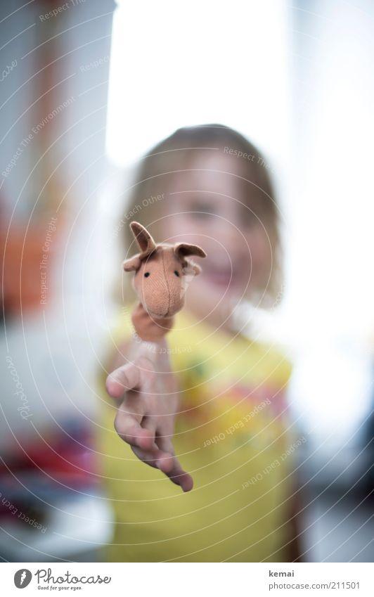 Spielkind Spielen Kinderspiel Handpuppe Elch Spielzeug Wohnung Mensch Kleinkind Mädchen Kindheit Finger 1 1-3 Jahre hell Freude Glück Fröhlichkeit Begeisterung