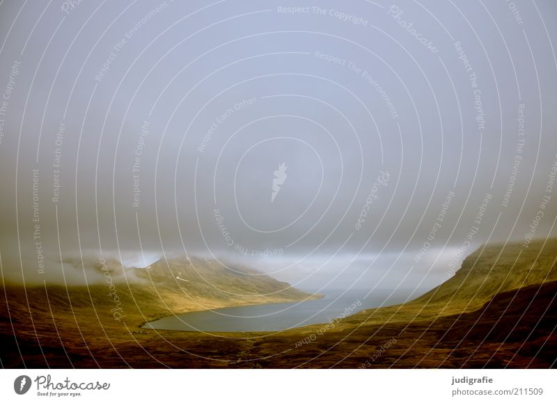 Island Himmel Natur Wasser grün Wolken Einsamkeit dunkel Berge u. Gebirge Landschaft Umwelt Küste Stimmung Wetter Felsen Klima natürlich