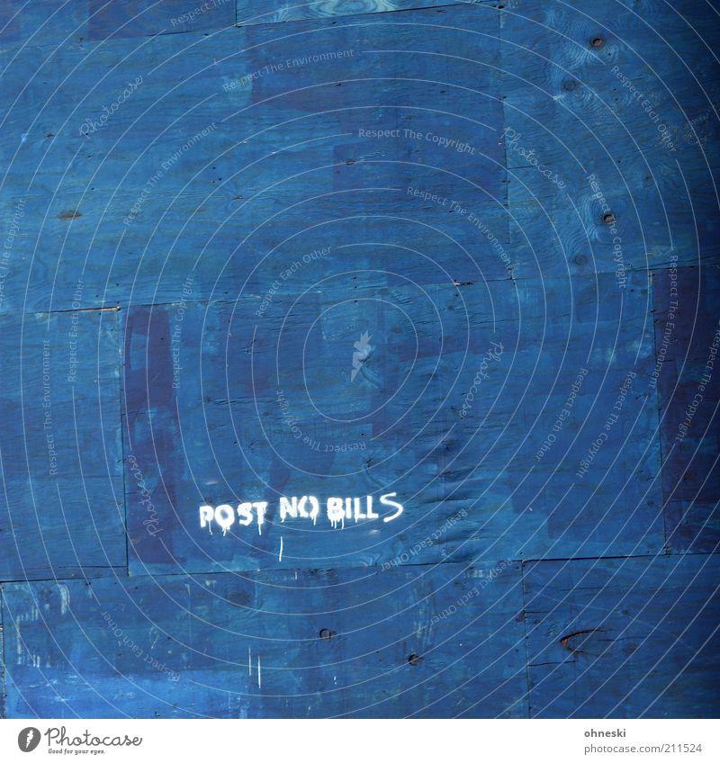 Verbot Mauer Wand Zeichen Schriftzeichen Hinweisschild Warnschild blau Verbote Farbe Farbfoto Außenaufnahme Textfreiraum oben Textfreiraum Mitte Buchstaben