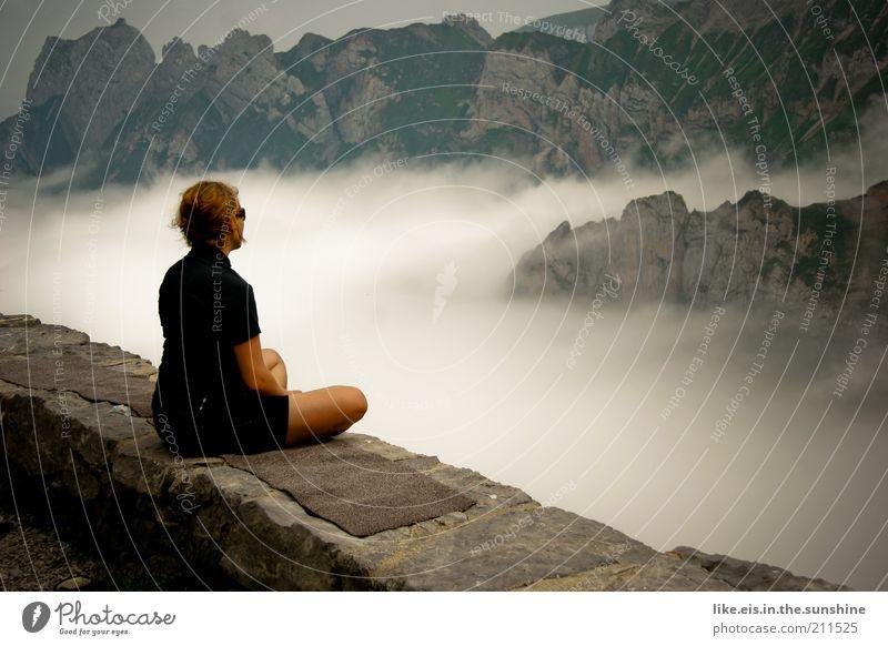ich denke grad gar nix =>kein titel Frau Mensch Jugendliche Einsamkeit ruhig Erwachsene Erholung feminin Berge u. Gebirge Mauer Zufriedenheit Felsen sitzen