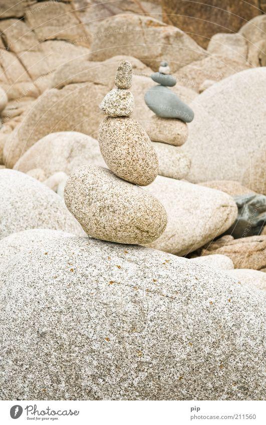 steinzeit, alter Umwelt Landschaft Urelemente Felsen Küste Stein Haufen Turm Steinhaufen steinturm kalt rund grau weiß aufeinander schwer bauen Stapel