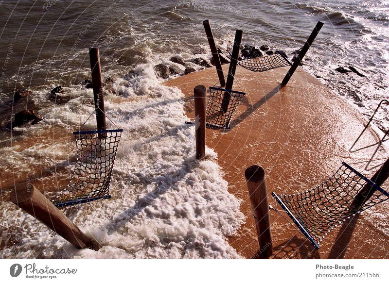 Lauschiges Plätzchen II Lübecker Bucht See Ostsee Meer Wellen Wasser Gischt Wasserspritzer Brandung Wind Hängematte Abenddämmerung Kellenhusen Rastplatz Pfosten