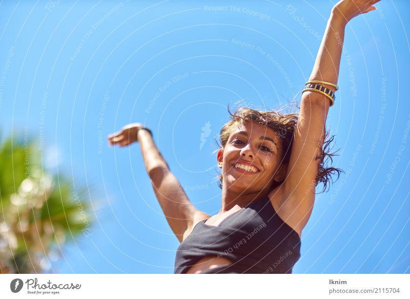 Freedom Mensch Frau Ferien & Urlaub & Reisen Jugendliche Junge Frau Sommer schön Sonne Freude 18-30 Jahre Erwachsene Leben Gesundheit feminin Glück Freiheit