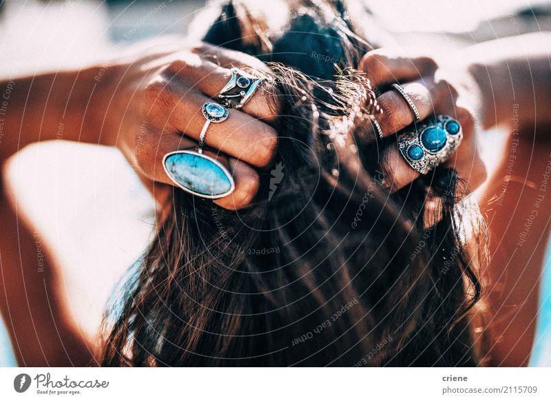 Nahaufnahme des Haares und des Schmucks der böhmischen Frau Lifestyle Stil schön Haare & Frisuren Freizeit & Hobby Ferien & Urlaub & Reisen Sommer Strand Mensch
