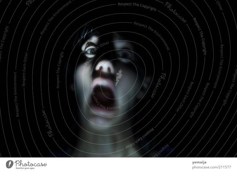 Grauen Mensch Jugendliche schwarz Erwachsene dunkel kalt Gefühle Stimmung Angst außergewöhnlich gefährlich authentisch bedrohlich 18-30 Jahre Fernsehen Junge Frau