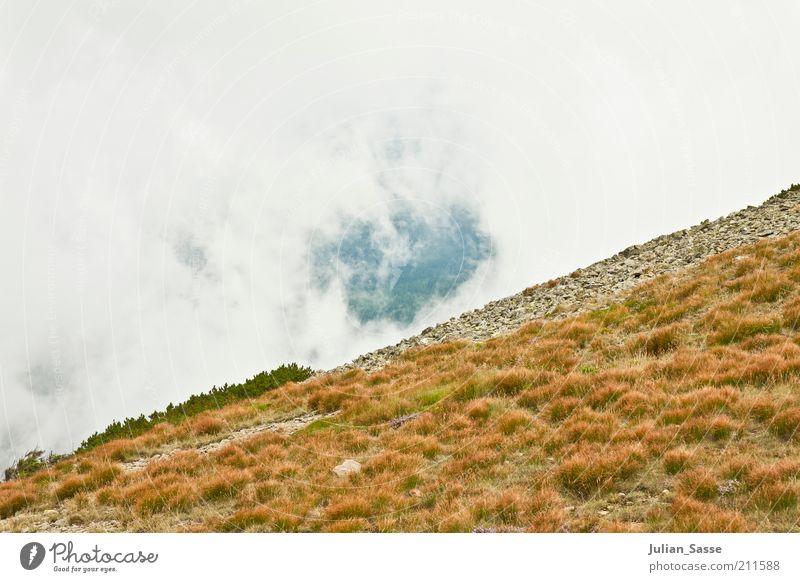 Schräg mit Loch Umwelt Natur Landschaft Pflanze Urelemente Erde Luft Himmel Wolken Sommer Berge u. Gebirge Gipfel Fernweh Tschechien Riesengebirge Wolkenloch