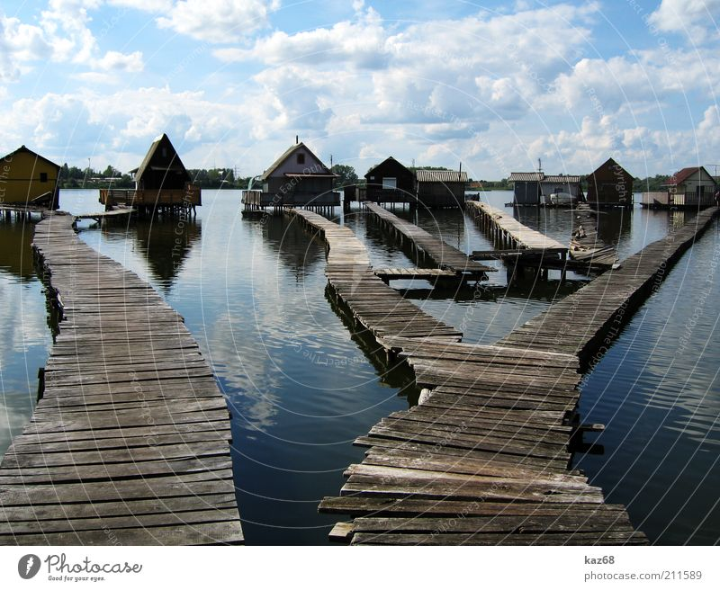 Männerträume Wasser Himmel blau Ferien & Urlaub & Reisen ruhig Haus Holz Wege & Pfade See Gebäude Architektur Brücke einfach Häusliches Leben Idylle