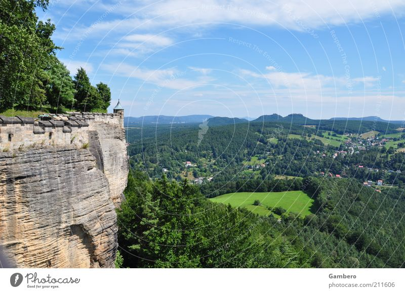 Meditation auf dem Berg Natur Himmel weiß Baum grün blau Pflanze Sommer ruhig Wolken Einsamkeit Ferne Wald Erholung Wiese Wand