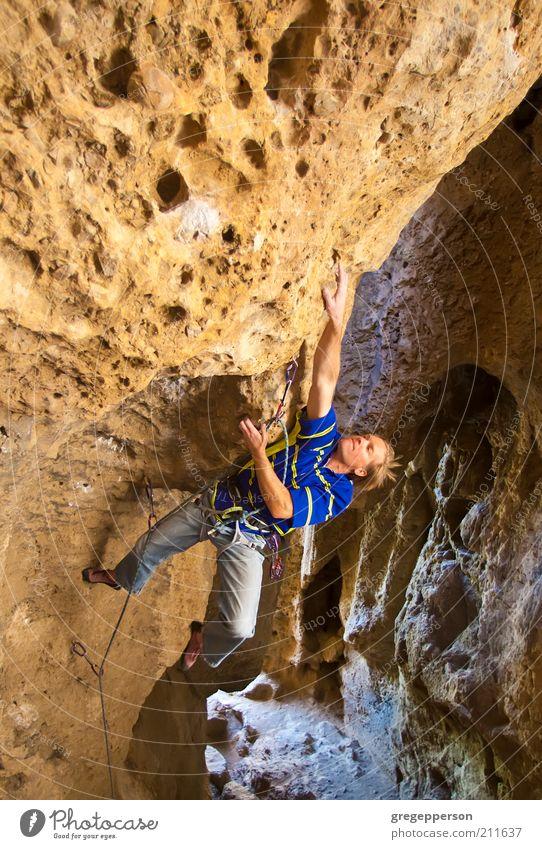 Einsamkeit Sport Kraft hoch Abenteuer gefährlich Seil Klettern Risiko Mut sportlich Gleichgewicht Versuch vertikal anstrengen Willensstärke