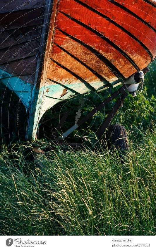 Fischers Feierabend alt ruhig trocken Wasserfahrzeug Fischereiwirtschaft Saison altmodisch Schiffsbug Textfreiraum Fischerboot unbenutzt Saisonende Saisonarbeit