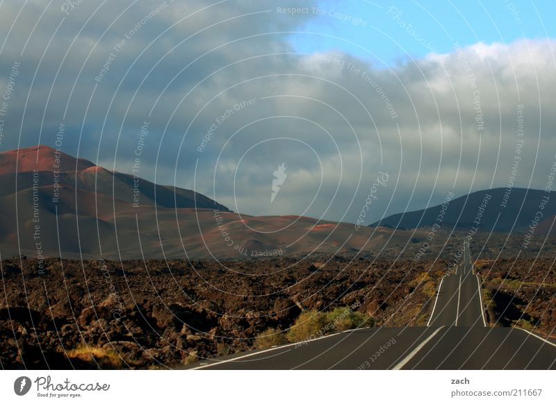 mitten durch Ausflug Ferne Landschaft Sonnenaufgang Sonnenuntergang Hügel Berge u. Gebirge Montanas del Fuego Nationalpark Timanfaya Vulkan Insel Lanzarote