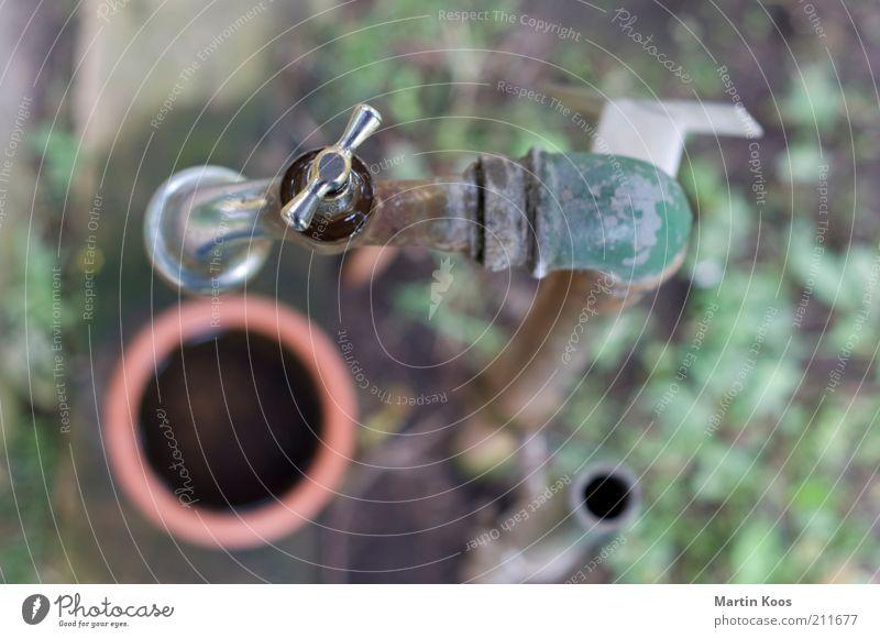:: 99 :: volltreffer Wasser alt Metall glänzend Trinkwasser Stahl Rost trocken silber Wasserhahn Eimer Rohrleitung Wasserrohr Ressource Süßwasser Wasserstelle