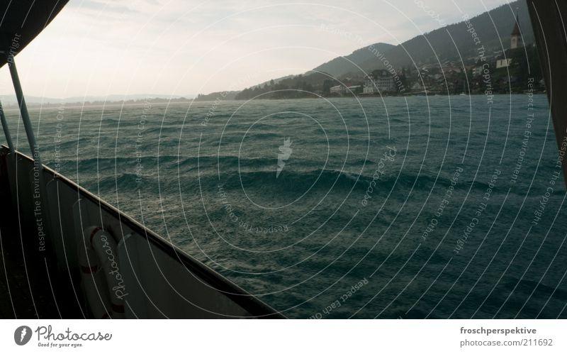 seegang Wasser See Regen Wasserfahrzeug Küste Wellen Wind Umwelt Dorf Sturm Seeufer Unwetter Schifffahrt schlechtes Wetter Thun Endzeitstimmung