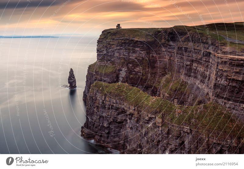 Aillte an Mhothair Himmel Natur grün Wasser Landschaft Meer Wolken Ferne Küste braun orange Felsen Horizont Insel Schönes Wetter groß