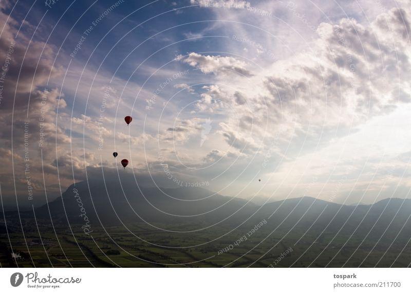 Ballonfahrt Abenteuer Expedition Sommer Umwelt Natur Landschaft Himmel Wolken Horizont Sonnenaufgang Sonnenuntergang Sonnenlicht Schönes Wetter Feld Hügel