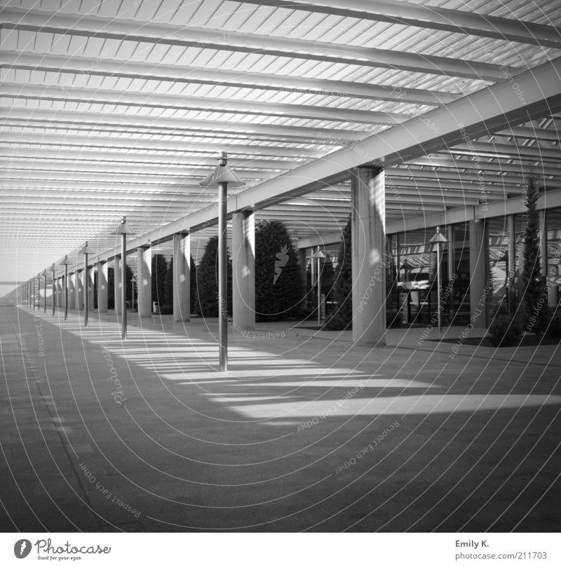 wartezimmer weiß Ferien & Urlaub & Reisen schwarz Lampe kalt Reisefotografie Flughafen Luftverkehr stagnierend Mallorca Schwarzweißfoto Palma de Mallorca