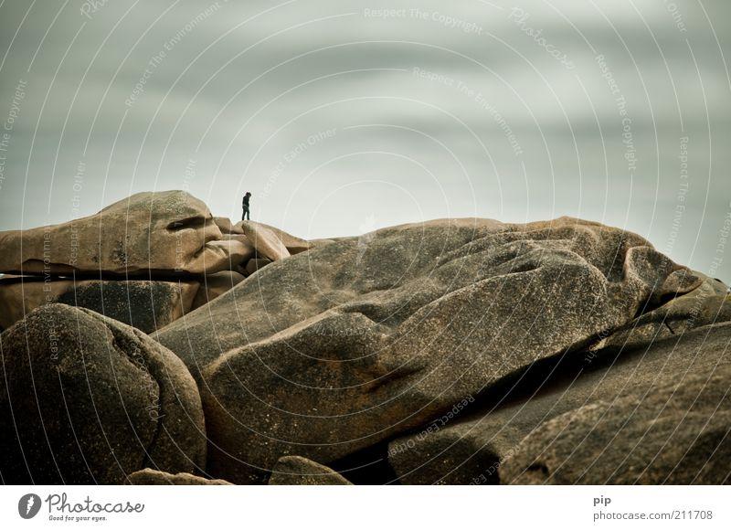 rock me 1 Mensch Natur Himmel Wolken schlechtes Wetter Felsen Riff Stein gehen stehen träumen frei Hoffnung Traurigkeit Sorge Liebeskummer Sehnsucht Fernweh