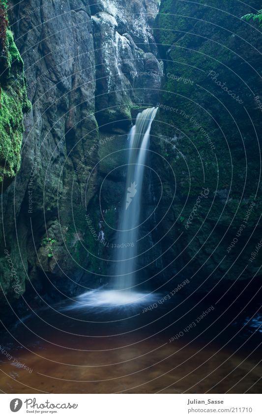 Kleiner Wasserfall Natur Wasser schön grün See Landschaft Umwelt Felsen Fluss weich Bach Teich Wasserfall mystisch fließen Tschechien