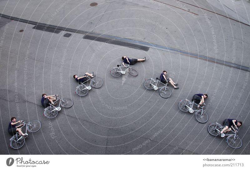 Bar Hop Straße springen Motorrad Fahrrad Beton fliegen Verkehr liegen Geschwindigkeit Boden gefährlich Aktion Asphalt Akrobatik Reihe Freestyle
