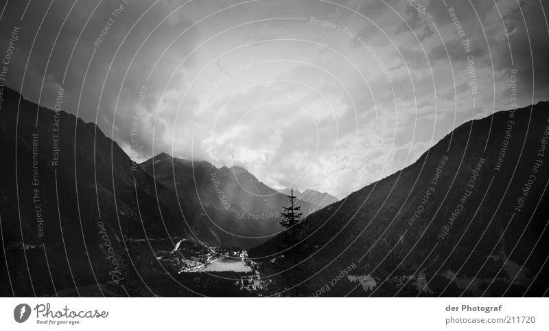 Hinter den sieben Bergen Natur Himmel Wolken Einsamkeit Ferne Erholung Berge u. Gebirge Landschaft Umwelt Alpen Tal Schatten Schwarzweißfoto Firmament