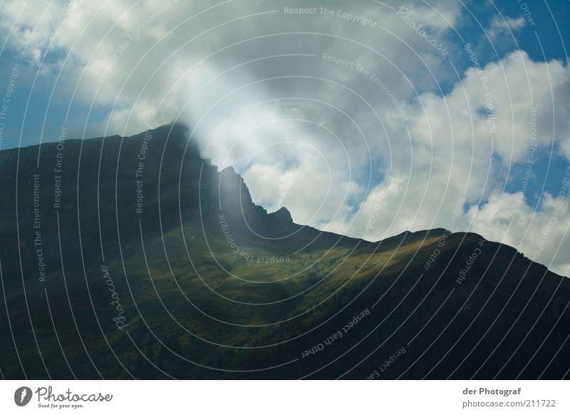 Auf der Sonnenseite Landschaft Himmel Wolken Sonnenlicht Alpen Berge u. Gebirge Gipfel Erholung Natur Farbfoto Außenaufnahme Menschenleer Tag Schatten Kontrast