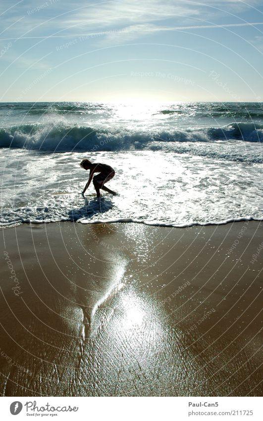 relax Kind Natur Jugendliche Wasser blau Strand Erholung Junge Sand braun Küste maskulin Horizont fantastisch Schwimmen & Baden Urelemente