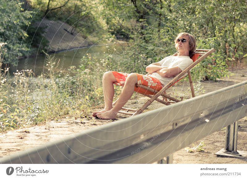 This is where I live | No. 009 Junger Mann Jugendliche Umwelt Sommer Pflanze Bach Leitplanke Badehose Sonnenbrille Liegestuhl Beton Metall beobachten Erholung