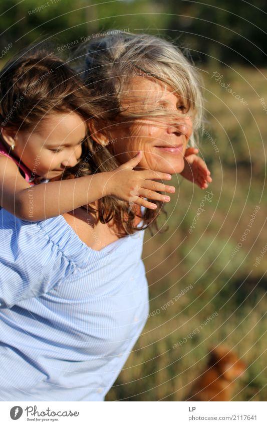 mütterliche Liebe Mensch Kind Frau Ferien & Urlaub & Reisen Erholung ruhig Freude Erwachsene Leben Lifestyle Senior feminin Stil Familie & Verwandtschaft