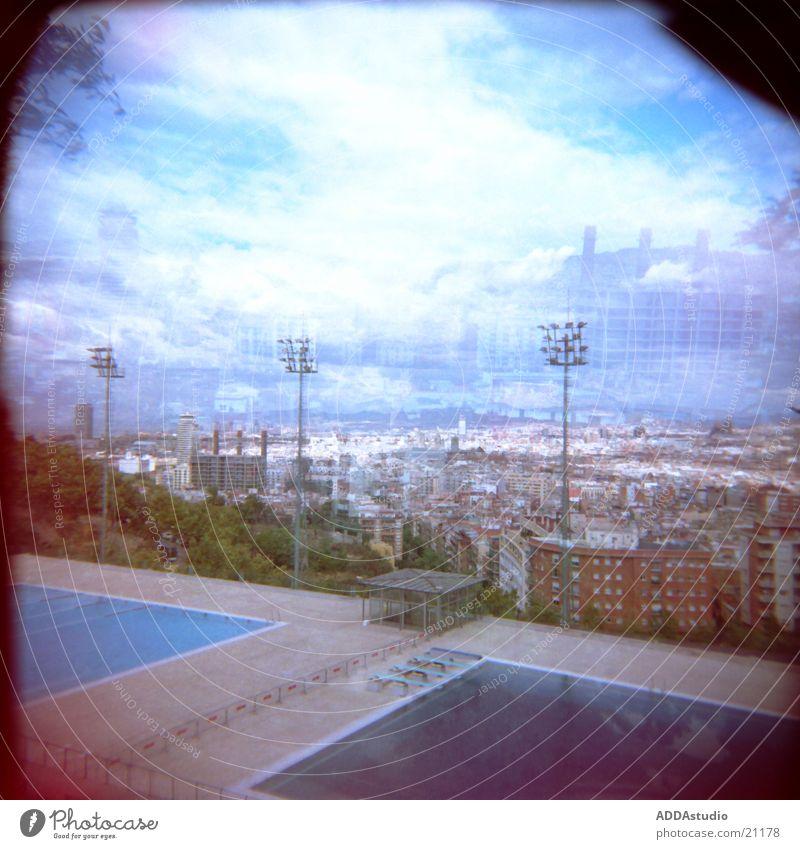 über den dächern von barcelona Stadt groß Europa Barcelona Olympiade Springbecken