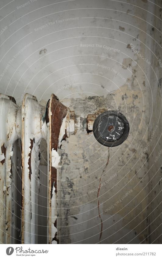 <--- A | Z ---> alt Wand Mauer Metall Energiewirtschaft Technik & Technologie kaputt Elektrisches Gerät Vergänglichkeit verfallen Verfall Rost Vergangenheit