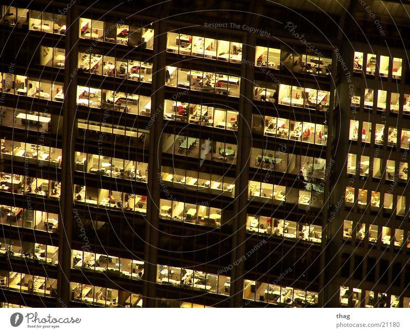 feierabend? Hochhaus Feierabend Arbeit & Erwerbstätigkeit Haus Fenster Bürofenster Licht Business