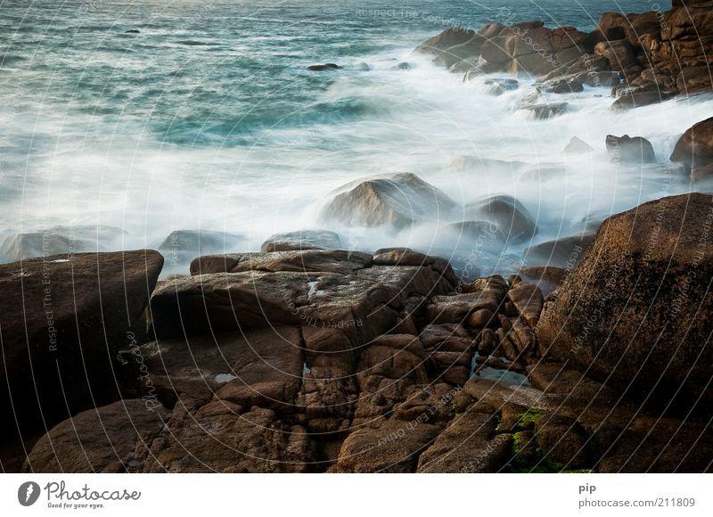 weichspülung Natur Wasser blau Meer Einsamkeit dunkel kalt Küste Stein braun Wellen Zeit Wind Felsen nass wild