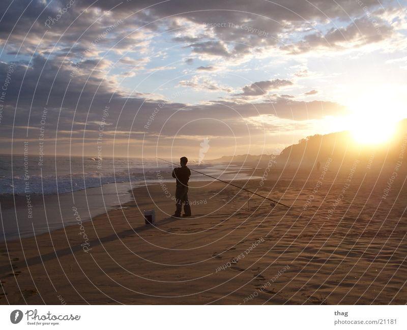 strandfischer Strand Meer Sonnenuntergang Wellen Wolken Fischer Angeln Gegenlicht Himmel Sand